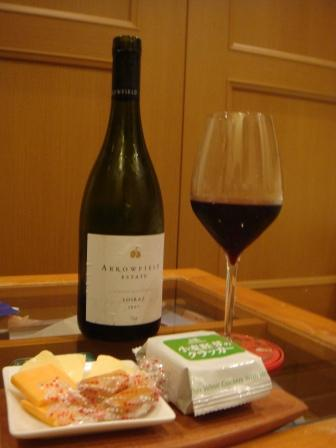 木のお皿とワイン.JPG